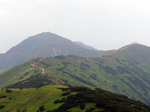 Szlak na Rakonia, z lewej Wołowiec