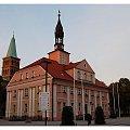 Pierwszy ratusz zostały wybudowany około 1581 roku. Obecną formę klasycystyczną uzyskał około roku 1813. #Międzyrzecz #Obrabunkry #kościół #muzeum #Obra #ratusz #zamki #bunkry #koscioły #ratusze