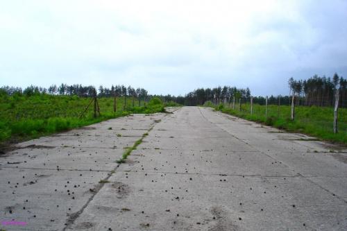 Rostki - nieczynne lotnisko - betonowe pasy kołowania #Rostki